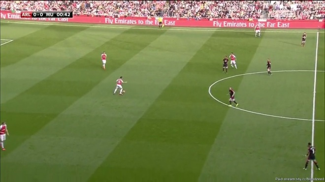 Schweinsteiger and Depay fail to communicate and leave large spaces.